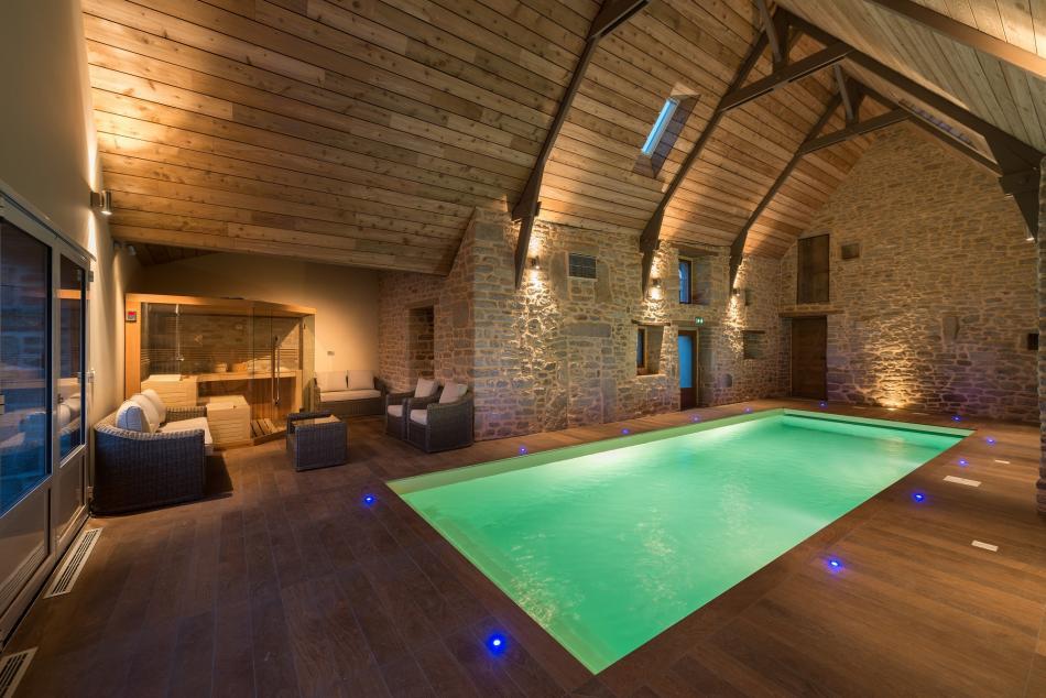 Tradi charpente charpentier languidic lorient bretagne for Hotel avec piscine interieur montreal