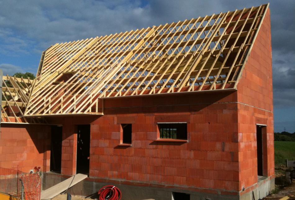 Charpente bois maison individuelle avie home for Construction maison industrielle