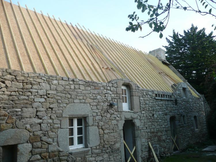 Une charpente neuve en ch ne sur une long re pluvigner for Acheter une maison neuve ou ancienne