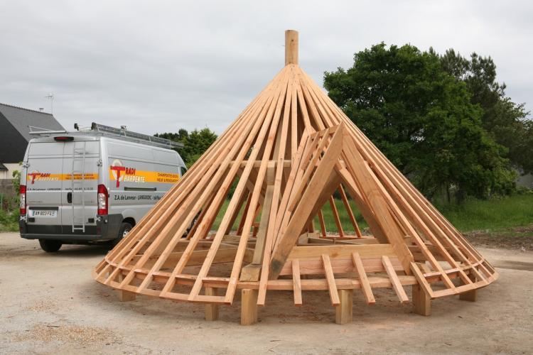 Réfection dun moulin à Larmor Plage charpente bretagne charpente traditi